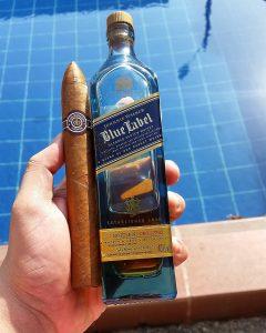 Montecristo No. 2 y Whisky Sello Azul