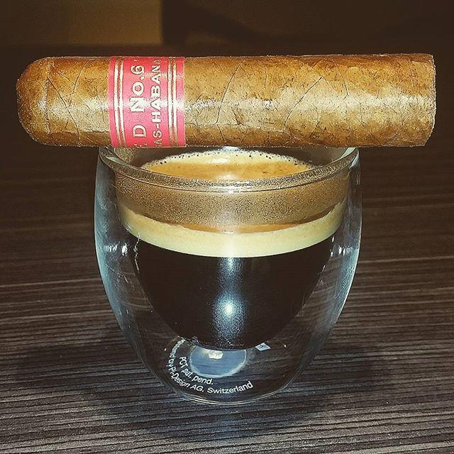 Partagas Serie D 6 y Nespresso